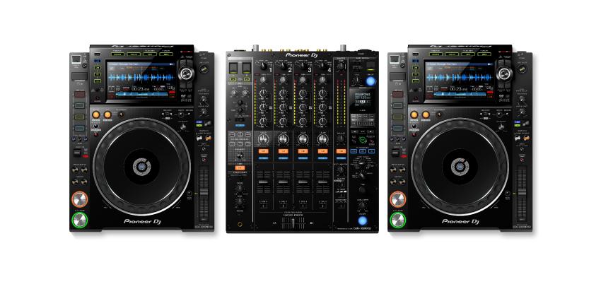 Pioneer CDJ2000NXS2 & DJM900NXS2